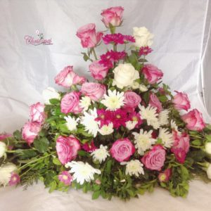 Roses and chrysanthemum floral arrangement